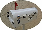 Caixa de correio modelo americana em aluminio com pedestal.