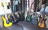 Diversos instrumentos,   guitarras,   pedais,   cubos,   amplificadores,   skins adesivos,   etc