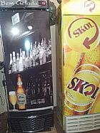 Freezers e mesa para bar