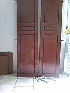 Guarda roupa 6 portas em veniz com detalhes