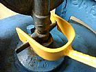 Chave para trocar o botijao de gas tem cabo de madeira , nao machuca a mao