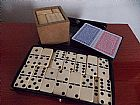 Kit jogos 2 baralhos,  domino e caixa magica