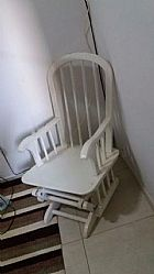 Cadeira de amamentacao usada de madeira