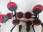 Bateria eletrônica com pedal duplo usada ddrum preta e vermelha