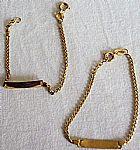 2 pulseiras douradas com verniz para criancas com placa para gravacao de nomes