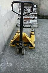 Empilhadeira hidraulica vendo por 990, 00