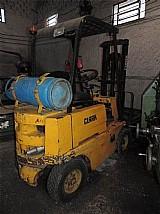 Empilhadeira clark - 1, 5 ton - capacidade de 3000 mm - usada