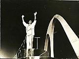 Roberto carlos em carro alegorico,   homenageado pela escola de samba unidos de cabucu / rj  em 1987