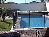Cerca removivel de piscina protege criancas e animais