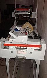 Maquina de fazer fraldas com barreiras e absorventes motorizada   seladora