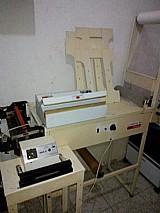 Maquina de confeccionar fraldas descartaveis