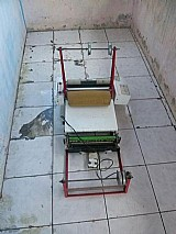 Maquina de fabricar fraldas descartaveis