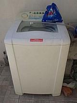 Maquina de lavar roupas usada
