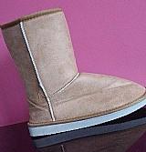 Vendo bota do estilo ugg. nunca usada.