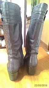 Maravilha de bota em couro legitimo nº 35,  preta,  salto 5, 5 cm,  cano 31 cm.