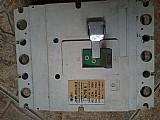 Disjuntor trifasico de 700 a