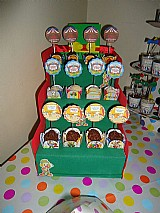 Expositor escadinha de doces para aniversarios