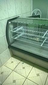 Expositor refrigerado para doces e bolos