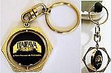 Cerveja itaipava,     metal dourado,    central giratoria com 2,   5cm diametro,    gravacao frente sob resina