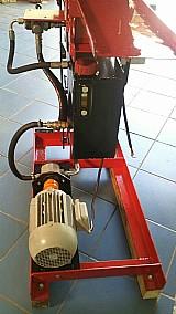 Maquina hidraulica para producao de tijolos ecologico