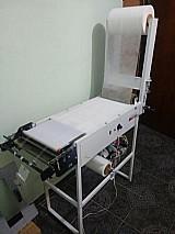 Maquina de fralda/absorventes