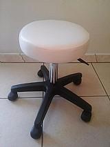 Mocho cadeira branca para estetica dentista