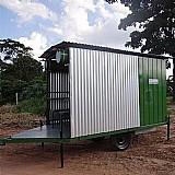 Área de vivencia para 16 pessoas com dois banheiros