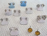 Brincos com strass cristal,     11 pares,     modelos variados,     ver texto