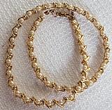 Gargantilha - colar,   metal especial dourado ouro flash com verniz,   detalhes v com contas e perolados creme