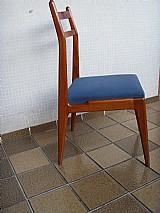 Uma cadeira em peroba do campo design anos cinquenta