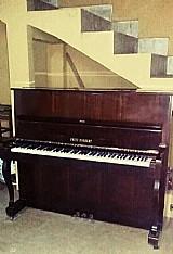 Um piano usado,  perfeitas condicoes