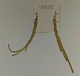Brinco feminino modelo longo confeccionado em metal