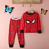 Pijama com teias do homem aranha
