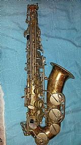 Sax alto de marca prince esta sem o tudel e sem a boquilha e com marcas na pintura