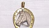 Pendente em ouro amarelo  branco modelo cavalo