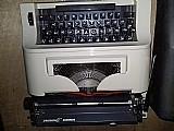 Maquina maquina escrever bem novinha !! nao sei dizer se funciona mas acredito que sim
