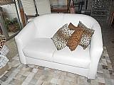 Sofa dois lugares branco corino,  pes metal,  perfeito estado