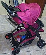 Carrinho de bebe com suporte para mamadeira ,suporte para mantas brinquedos