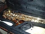 Saxofone shelter semi novo pouco uso