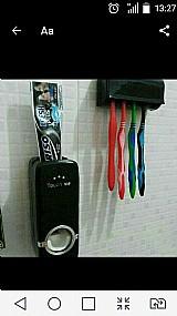 Dispenser para creme dental,  mais porta escovas
