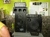 Amplificador com caixas de som
