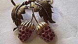 Broche em ouro rosado com rubi modelo portugues