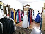 Vendo loja de locacao de trajes para noiva,   noivo,   e debutantes,   feminino e masculino