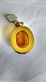 Pendente em ouro amarelo com pedra de ônix hanba