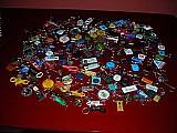 Coleção de chaveiros vários modelos e tamanhos de 65 anos como novos 153 peças aceito proposta