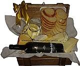 Cesta de queijos e vinho sabor de portugal