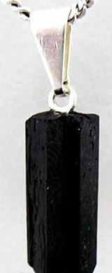 Pingente mini canudo de turmalina prenatura, cordao em couro