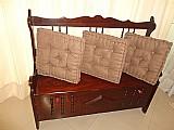 Bau c/ encosto em madeira jacaranda,    peca confeccionada por design de moveis,    peca vintage belissima