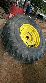 Roda com pneu de trator
