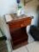 Mesa para telefone em mogno